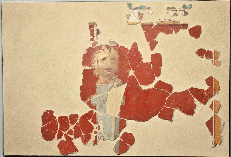Intonaco dipinto con erma di satiro da Cividate Camuno, via Palazzo