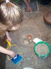 Laboratorio didattico sullo scavo archeologico scavo di tombe
